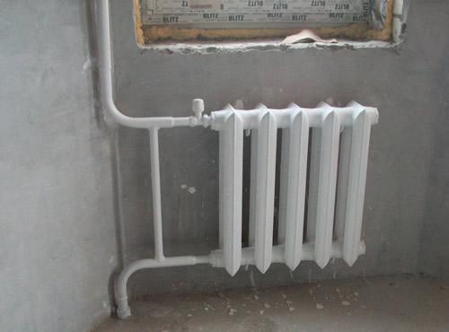 монтаж радиатора отопления стального